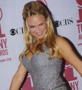 Kristin Chenoweth (Peter Warrack)