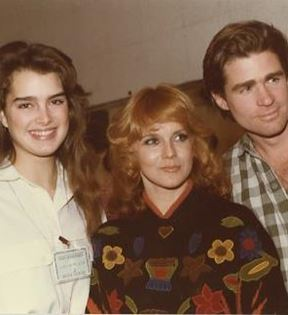 Ann-Margret, Brooke Sheilds, Treat Williams (Peter Warrack)