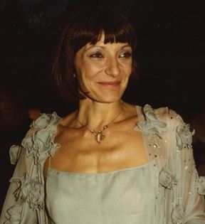 Jane Lapotaire (Peter Warrack)